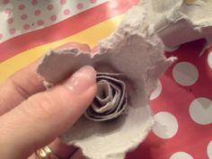 Jouluna muistin monia ystäviäni sytykeruusuilla. Minulle ei riittänyt se, että itse ruusut ovat ihania, vaan tahdoin pakata ne kauniisti. ...