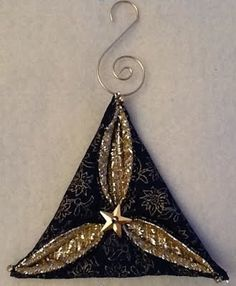 Folded fabric quilted Christmas ornaments tutorials complete with photos are free. (Fabric Christmas Ornaments)