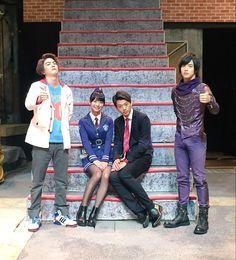ドライブ御一行は和歌山から、京都の『太秦映画村』へひとっ走りしております! このあとトークショーは17時と18時からです! お昼のトークショーを終えたメンバーをパシャり。 いい画だ…ね!? #仮面ライダードライブ
