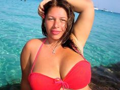 Big natural boobs – hot latina cam girl Julia in new red bikini – come see me live on webcam –