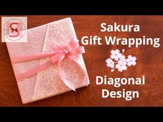 japanese gift wraping kimono style with a heart shaped message card Japanese Gift Wrapping, Japanese Gifts, Present Wrapping, Gift Wrapping Paper, Japanese Style, Japanese Kimono, Gift Wrapping Tutorial, Wrapping Ideas, Craft Gifts