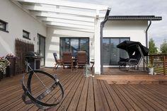 Kivitalon suojaisalla terassilla voi nauttia kesästä, lisää ideoita www.lammi-kivitalot.fi