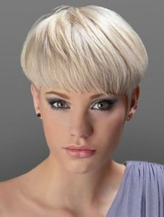 How to style the Pixie cut? Despite what we think of short cuts , it is possible to play with his hair and to style his Pixie cut as he pleases. Short Wedge Hairstyles, Short Wedge Haircut, Oval Face Hairstyles, Haircuts For Fine Hair, Cute Hairstyles For Short Hair, Pixie Hairstyles, Short Hair Cuts, Short Hair Styles, Short Pixie