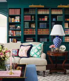 Living Room Lounge, Formal Living Rooms, Home Living Room, Bunny Williams Home, Feather Lamp, Home Library Design, Home Libraries, Family Room Decorating, Living Room Inspiration