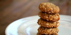 If you've got a hankering for a chewy peanut butter cookie but think you can't have one because of the gluten, then this recipe will make your day. Full of sweet peanut-buttery goodness, you wouldn't even know they're made without a pinch of flour. Gluten Free Peanut Butter Cookies, Peanut Butter Oatmeal, Healthy Peanut Butter, Gluten Free Desserts, Almond Butter, Cookie Recipes, Dessert Recipes, Oat Cookies, Healthy Desserts