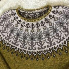 Лопапейса спицами, больше 20 схем для вязания, видео-уроки, Вязание для женщин Fair Isle Knitting Patterns, Fair Isle Pattern, Knitting Charts, Sweater Knitting Patterns, Knit Patterns, Hand Knitting, Knitting Sweaters, Norwegian Knitting, Icelandic Sweaters