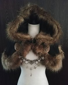 A hand crafted black wool blend shoulder cloak, lined with brown faux fur. The cloak closes with a detailed metal clasp. This listing is for the. Viking Garb, Viking Dress, Viking Costume, Costume Roi, Mode Costume, Viking Clothing, Historical Clothing, Viking Jewelry, Ancient Jewelry