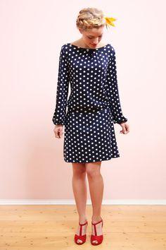 Knielange Kleider - Valeria Punktekleid marine/weiß - ein Designerstück von Mirastern bei DaWanda