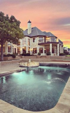 Mansions homes Dream house mansions Rich people lifestyle Mansions luxury Modern mansions House goals Future House, My House, Dream Pools, Mansions Homes, Luxury Mansions, Huge Mansions, Big Houses, Dream Houses, House Goals