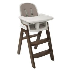 d-winning OXO Tot Sprout Chair balances baby's comfort and grown-ups' design sensibility. Sprout is an extended use Chair that grows with your child and her developmental stages, from six months to five years. For a perfect, comfy fit during all stages, the seat adjusts in height and depth and the footrest is height-adjustable. A depth-adjustable tray accommodates baby as she grows and can be removed so the Chair can be pulled up to the table. The seat, back and cushions are contoured for…