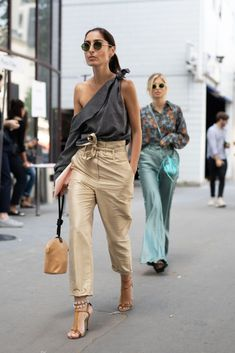 street style Chic Outfits, Summer Outfits, Fashion Outfits, Womens Fashion, Fashion Trends, Fashion Ideas, Fashion 2020, Paris Fashion, Fashion Movies
