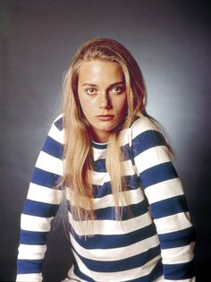 "1969. Peggy Lipton  Actress: Twin Peaks, & mostly famous favorite hippy ""MOD SQUAD"" w/a new lineup: a girl, a white guy (PETE)), and a black guy named LINK *** She married QUINCY JONES ( musician, producer -- THRILLER, Michael Jackson, (and Gazillions of music projects)"