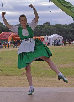 Green jumper #jig Scottish Highland Dance, Scottish Highlands, Irish Jig, Green Jumpers, Country Dance, Cheer Skirts, Dancing, Costumes, Dance