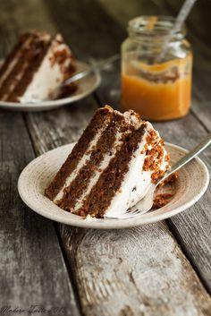 Tort marchewkowy z solonym karmelem - Modern Taste - fotografia kulinarna i przepisy