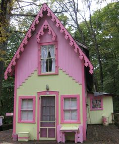 Pink cottage, Asbury Grove, South Hamilton, Massachusetts (posted by poppy) Cottage Living, Cozy Cottage, Cottage Homes, Cottage Style, Yellow Cottage, Cottage Ideas, Little Cottages, Cabins And Cottages, Little Houses
