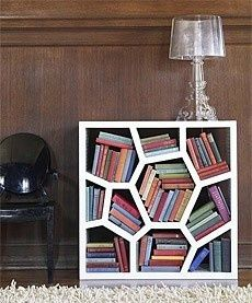 I totally love this book shelf:)