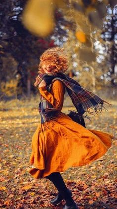 It's been just a tad windy lately! 🍂 Luckily the linen dresses of look great in any weather — now if only I could see something… Autumn Walks, Soft Autumn, Autumn Day, Autumn Home, Autumn Girl, Summer Beauty, Autumn Garden, Girl Falling, Autumn Inspiration