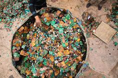 guiyu, china e-waste capital of the world on chien-min chung photography  http://www.china-pix.com/wp-content/gallery/ewaste/cm-chung_china-e-waste_033.jpg