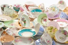 mix & match tea cups @Judith de Munck Hope-Lewis This is what I'm wanting. :)