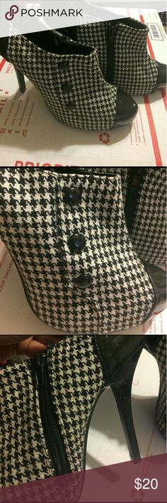 Hounds tooth booties Black and White hounds tooth booties Shoes Heels