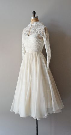 ~vintage 1940s wedding dress in white lace and white silk organza. bodice is sheer white lace with a hood (!), keyhole closure at the collar, long narrow sleeves with metal zipper cuffs, fitted waist and full and double-layer sheer silk organza skirt.~