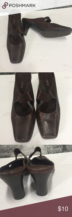 Cute and comfortable leather slip on shoes Aerosole  Cold Front Brown Leather Kitten Heel Slip on Mules Size 7 Stretch Elastic band slip on  Good  All items are from smoke free environment AEROSOLES Shoes Mules & Clogs