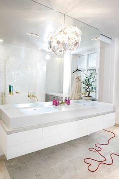 Jordens Arkitekter (pale bathroom)