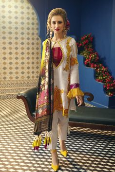Slimming Fashion Tips .Slimming Fashion Tips Stylish Dresses For Girls, Stylish Dress Designs, Stylish Dress Book, Simple Pakistani Dresses, Pakistani Dress Design, Sleeves Designs For Dresses, Dress Neck Designs, Pakistani Fashion Party Wear, Pakistani Outfits