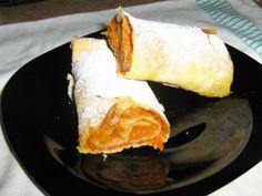 Placinta de dovleac (rulouri cu dovleac) Romanian Food, Romanian Recipes, Home Bakery, Yams, Cornbread, Sweet Potato, Sweets, Vegan, Cookies