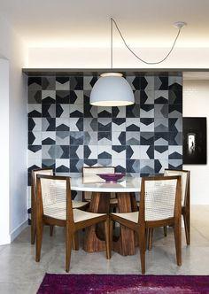 Décor do dia: sala de jantar com ladrilho hidráulico na parede