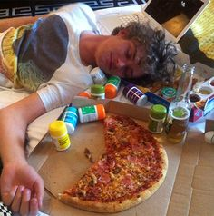 Ser Loras (Finn Jones) after an awesome night. Apparently they party hard in Highgarden.