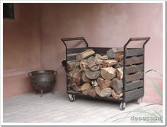 outdoor firewood rack - Check out these super easy DIY outdoor firewood racks. You can store your wood clean and dry and it allows you to buy wood in bulk, saving you money. Indoor Firewood Rack, Firewood Holder, Firewood Shed, Into The Woods, Outdoor Wood Burning Fireplace, Wood Cart, Buy Wood, Wood Boxes, Unique Furniture