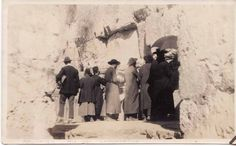 Western Wall, Jerusalem, Israel 1920's Israel History, Jewish History, Israel Palestine, Jerusalem Israel, Old Pictures, Old Photos, Naher Osten, Art Deco Cards, City Of God