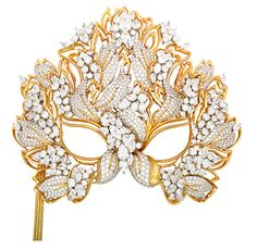 The Liz Taylor Diamond mask.It was designed and made in 1993 by Henry Dunay for Elisabeth Taylor. It is for sale at Windsor Jewellers in NY for 3 million dollars!.