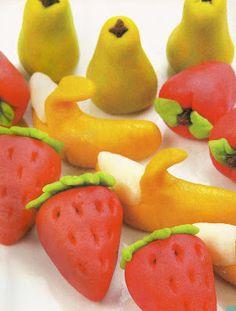 Recetas de mazapan | Solountip.com Sweets Recipes, Fruit Recipes, Candy Recipes, Mexican Food Recipes, Candy Cookies, Cupcake Cookies, Sugar Cookies, Vegan Christmas, Christmas Sweets