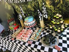 Hot Wheels Birthday, Hot Wheels Party, Birthday Candy, 2nd Birthday Parties, Candy Buffet, Party Planning, Party Ideas, Facebook, Cake