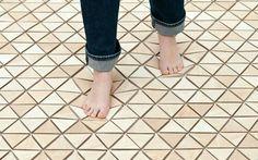 ¿Conoces los suelos de goma ó vinilos?   http://floter.com/blog/suelos-goma/