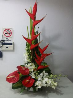 Red heliconias, red anthuriums and white dendrobrium orquids Tropical Flower Arrangements, Church Flower Arrangements, Church Flowers, Home Flowers, Tropical Flowers, Send Gift Basket, Ikebana Sogetsu, Pentecost, Altar Decorations