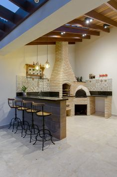 This outdoor area with barbecue and wood burning oven in tijo . This outdoor area with barbecue and wood burning oven in tijo . Backyard Kitchen, Outdoor Kitchen Design, Home Decor Kitchen, Wood Burning Oven, Backyard Patio Designs, Diy Pergola, Interior Design Living Room, My House, Sweet Home