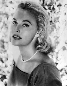 Lola Jean Albright July 20 1924 March 23 2017 was an American singer and actress She is best known for playing the sultry singer Edie Hart the girlfri Female Actresses, Female Singers, Actors & Actresses, Old Hollywood Glamour, Classic Hollywood, In Hollywood, Lola Albright, Julie Walters, People Magazine