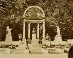La imagen de Charles Clifford nos muestra como era la exedra original del Parque del Capricho.
