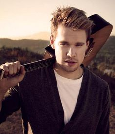 Chord is something far more than only an actor who can sing... Chord was born to be an art - a whole package!