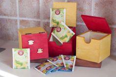 Tolle Bastelanleitungen gibt es auf der Website! Box, Gift Wrapping, Gifts, Craft Tutorials, Handarbeit, Patterns, Autumn, Amazing, Gift Wrapping Paper