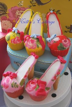 Gorgeous cupcake shoes - wow x High Heel Cupcakes, Shoe Cupcakes, Cheesecake Cupcakes, Wedding Cakes With Cupcakes, Yummy Cupcakes, Cupcake Cookies, Marshmallow Cupcakes, Character Cupcakes, Minecraft Cake
