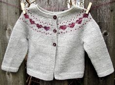Baby Knitting Patterns Little Hearts is a simple baby cardigan that features a sweet colorwork heart yoke detail. Cardigan Bebe, Cardigan Pattern, Baby Cardigan, Crochet Cardigan, Baby Vest, Baby Knitting Patterns, Knitting For Kids, Baby Patterns, Crochet Patterns