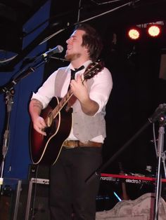 Great pic from @Emily Kirkpatrick Lee DeWyze at the Altar Bar in Pittsburgh, PA 11/11/13