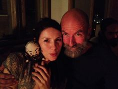 We were all visited by a small old friend last night, he loves to party....@caitrionambalfe @TheMattBRoberts pic.twitter.com/0TDETfSBQS