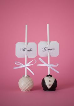 Bride/Groom wedding cake pops for the wedding party or rehersal dinner, but chocolate covered strawberries instead! Wedding Desserts, Wedding Favours, Wedding Reception, Wedding Cake Pops, Wedding Cakes, Wedding Planning Websites, Cake Trends, Cakepops, Cute Wedding Ideas