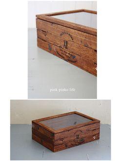 セリアの《コレクションケース》を3つ繋げた洒落たケース。  蓋を外したケースを底に。 蓋と底を抜いたケースを真ん中に。 そして底を抜いたものを、一番上に。 塗装も、アレンジも素晴らしい!