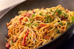 Čínské nudle s kuřecím masem Top Recipes, Pizza Recipes, Asian Recipes, Low Carb Recipes, Chicken Recipes, Cooking Recipes, Healthy Recipes, Ethnic Recipes, Chicken Meals